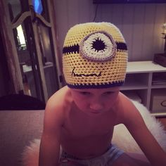 Minion lue Minions, Crochet Hats, Beanie, Homemade, Knitting Hats, The Minions, Home Made, Beanies, Diy Crafts