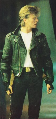 David Bowie very sexy with his leather jacket