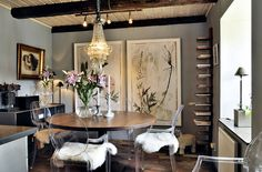 love the contrast of the ghost chairs with the rest of the room.