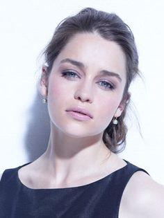 Emilia Clarke-Isabella Bennett