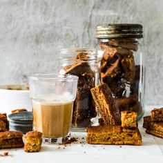 A classic South African dessert turned into the perfect coffee-time treat. Malva Pudding, Caramel Pudding, Salted Caramel Fudge, Salted Caramels, South African Desserts, South African Recipes, Zambian Food, Rusk Recipe, Dutch Oven Recipes