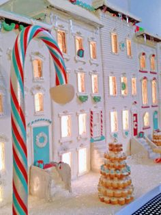 Tiffany's Gingerbread House by #BakedIdeas