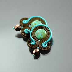 Small Brown Turquoise Clip on Soutache Earrings - Brown Soutache Earrings - Turquoise Green Soutache Jewelry - Turquoise Picasso Earrings(Etsy のOzdobyZiemiより) https://www.etsy.com/jp/listing/292765575/small-brown-turquoise-clip-on-soutache