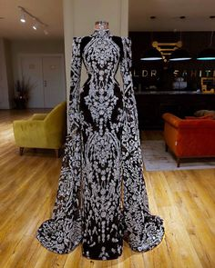 Beautiful Valdrin Sahiti gown! View more beautiful gowns by browsing Pageant Planet's dress gallery! #prom #pageant #promdress #pageantgown #valdrinsahiti #gown #dress #hautecouture