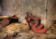 Abandoned brothel @environmentalgraffiti.com