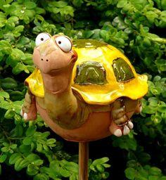 Unsere Gartenschildkröte Emma, Keramik, super Glasur  28.60 Euro Kann alleine stehen oder auf Stab http://stores.ebay.de/Lydia-s-Wohn-Garten-Ambiente_Garten-und-Terasse_W0QQfsubZ253412019