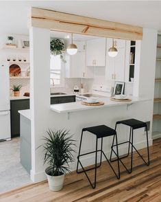 Home Decoration Ideas Crafts Mid-Century Ranch With Serene Minimal Style - Decoholic Decoration Ideas Crafts Mid-Century Ranch With Serene Minimal Style - Decoholic Kitchen Room Design, Home Room Design, Modern Kitchen Design, Home Decor Kitchen, Interior Design Kitchen, Kitchen Furniture, Home Kitchens, Kitchen Ideas, Small Kitchen Layouts