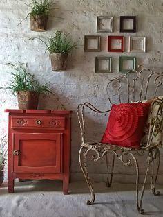 The Deco Key: travail accompli. Diy Furniture Table, Furniture Makeover, Vintage Furniture, Home Furniture, Furniture Projects, Red Painted Furniture, Paint Furniture, Diy Home Decor, Room Decor
