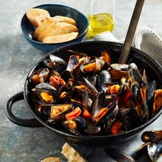 Good Food, Yummy Food, Sprout Recipes, Spanish Food, Mussels, Culinary Arts, Fish And Seafood, Pot Roast, Paella