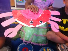 Paper plate Crabs. Preschool arts and craft. Paper plate, goggly eyes, tissue paper and construction paper
