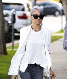 #NicoleRichie presume su nuevo color de cabello. http://on-msn.com/1kHPqKi