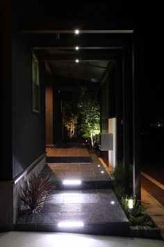 格子やパネルを上手に使って、目隠し&風通しのよいガーデンに。白い光をプラスして、外観をさらに美しく。 #lightingmeister #pinterest #gardenlighting #outdoorlighting #exterior #garden #light #house #home #lattice #panel #blindfold #wellventilated #beautiful #格子 #パネル #目隠し #風通しのよい #外観 #美しい #家 #庭 #玄関 Instagram https://instagram.com/lightingmeister/ Facebook https://www.facebook.com/LightingMeister