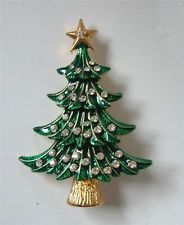 A pretty enamel Christmas tree brooch. Jewelry Christmas Tree, Unique Christmas Trees, Jewelry Tree, Xmas Tree, Vintage Christmas, Christmas Holidays, Christmas Decorations, Christmas Trimmings, Fairy Jewelry