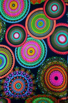 Stoff schwarz bunt mit Mandala Kreisen 50 x 150 cm Rock Bluse Nähen - Stofferia