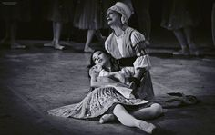 Mayuko Nihei of Compañía Nacional de Danza as Giselle, having died, in her mother Berthe's arms. Photo by Carlos Quezada