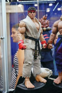 http://news.toyark.com/2016/07/22/sdcc-2016-pop-culture-shock-street-fighter-mortal-kombat-214804