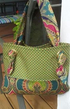 handmade purses Sewing Purses And Bags Colour Ideas Patchwork Bags, Quilted Bag, Tote Handbags, Purses And Handbags, Fabric Handbags, Bag Quilt, Sacs Tote Bags, Handmade Purses, Handmade Fabric Bags