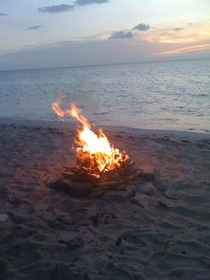 night fire | Seaside | Beach bonfire, Beach night, Fire