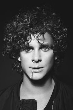 Adam Pålsson Swedish Men, Boys With Curly Hair, Young Celebrities, Black And White Portraits, Genetics, Curly Hair Styles, Wave, Handsome, Actors