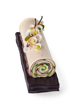 Christmas Log by Pastry Chef Jimmy Mornet - such a beautiful dessert Beaux Desserts, Gourmet Desserts, Fancy Desserts, Plated Desserts, No Bake Desserts, Swiss Roll Cakes, Cake Roll Recipes, Log Cake, Pastry Art