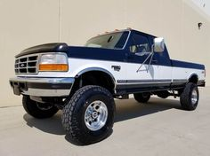 Hmm my pickup two-tone? 🤔🤔🤔 Sex on wheels Big Ford Trucks, Chevy Trucks Older, Classic Pickup Trucks, Lifted Chevy Trucks, Diesel Trucks, Cool Trucks, Lifted Dually, Ford F250 Diesel, Old Fords