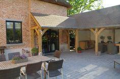 landelijke terrasoverkapping in hout | Houten overkapping aan je huis. | Tuin inspiratie | Pinterest ...