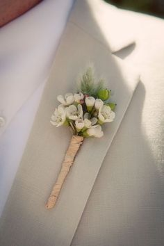 the wildflower look – wax flower boutonniere – wedding flowers – white pinned by… White Wedding Flowers, Bridal Flowers, Floral Wedding, Boutonnieres, Groom Boutonniere, Bride Bouquets, Bridesmaid Bouquet, Deco Floral, Floral Design