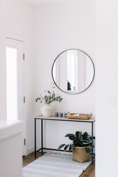 front entry styling love this interior design! It's a great idea for home decor. Home design. Decoration Hall, Entryway Decor, Modern Entryway, Hall Way Decor, Front Entry Decor, Hallway Table Decor, Entryway Lighting, Entry Table With Mirror, Entryway Table Modern
