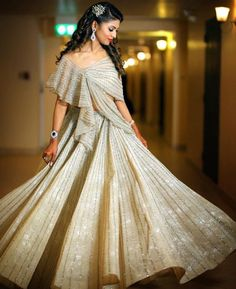 Indian Fashion Dresses, Indian Gowns Dresses, Indian Designer Outfits, Designer Dresses, Lehenga Choli Designs, Indian Wedding Gowns, Desi Wedding Dresses, Bridal Dresses, Look 2018