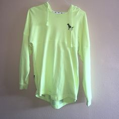 Vs neon yellow tunic Pre-loved but has no stains. Very minor fading and peeling. ❌NO TRADES❌ selling simply cause I don't like the color on me otherwise I'd keep. IF INTERESTED MAKE OFFER THROUGH OFFER BUTTON PINK Victoria's Secret Sweaters