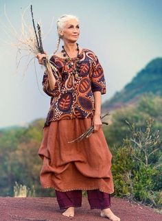 Linen skirt – West – sunset in the Kalahari – GUDRUN SJÖDÉN – Webshop, mail order and boutiques Wise Women, Old Women, Look Boho, Advanced Style, Ageless Beauty, Aging Gracefully, Look Fashion, Street Fashion, Boho Chic