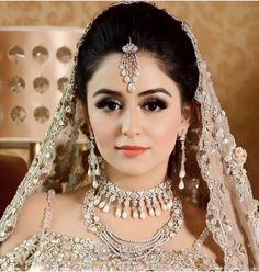 Beautiful angel Samiksha ready for her wedding ceremony   Pakistani Bridal Makeup, Pakistani Wedding Outfits, Bridal Outfits, Bridal Makeup Looks, Bridal Beauty, Bridal Looks, Wedding Makeup, Bridal Style, Mehndi