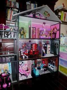 {Where do i find an old doll house or shelving unit to make this??!} monster high house | DYI Monster High house Pic 1 - Monster High Dolls .com