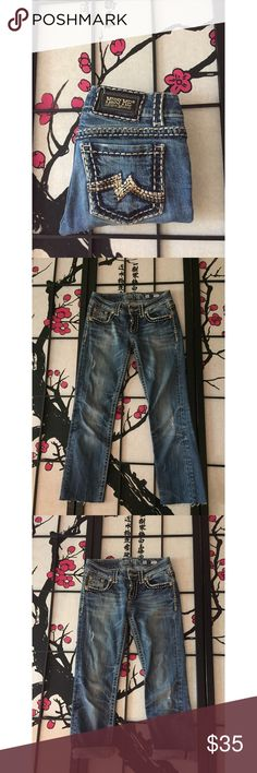 Miss Me Sunny Straight Capri Jeans Measurements - Waist 14in / Inseam 25 1/2 / Length 33in In beautiful condition. So perfect for summer. 🎀💕 Miss Me Jeans Ankle & Cropped