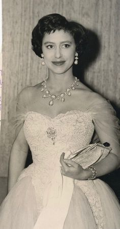DATE:October 15 1957 D:Princess Margaret at opening of London`s National Film Theatre,where she meets Gina Lollobrigida /original photo Duchess Of York, Duke And Duchess, Duchess Of Cambridge, Princess Style, Princess Diana, Princess Fashion, Queen's Sister, Margaret Rose, Queen Margrethe Ii
