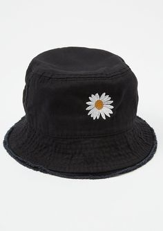 This black bucket hat is packed with flower power! It features a super sweet daisy embroidered patch. Outfits With Hats, Retro Outfits, Cute Outfits, Bucket Hat Outfit, Black Bucket Hat, 70s Inspired Fashion, Denim Hat, Hat Embroidery, Embroidered Hats