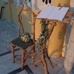 ευχολόγιο με φύλλωμα ελιάς και λυσίανθους & καρέκλα για φωτογράφιση της νύφης...Δεξίωση | Στολισμός Γάμου | Στολισμός Εκκλησίας | Διακόσμηση Βάπτισης | Στολισμός Βάπτισης | Γάμος σε Νησί & Παραλία.