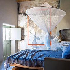 Un mur ancien comme un tableau contemporain #chambre #bedroom