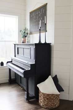 Piano Living Rooms, Formal Living Rooms, Living Room Decor, Upright Piano Decor, Piano Room Decor, Piano Restoration, Painted Pianos, Living Room Inspiration, Design Case