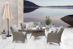 Består av 3-seter, 2 stoler og bord. Natur/grå flett, sand puter. Outdoor Furniture Sets, Outdoor Decor, Home Decor, Nature, Decoration Home, Room Decor, Home Interior Design, Home Decoration, Interior Design