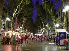 Las Ramblas en Barcelona... donde se pueden encontrar la Plaça Reial y el mercado Boqueria.