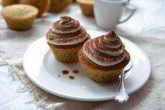 A Tiramisu muffin recept egy a sok desszertjeink egyikéből. Gyorsan, könnyen elkészíthető! Hozzávalók: puha Rama Vajas Íz, kristáycukor, vanillincukor, tojás, kávé, tej, liszt, sütőpor, só, kakaópor a tetejére, cukor, kávé, rum vagy rumaroma, mascarpone sajt, felolvasztott Rama Vajas Íz, Dr. Oetker Bourbon vanília kivonat, porcukor, puha Rama Vajas Íz, kristáycukor, vanillincukor, tojás, kávé, tej, liszt, sütőpor, só, kakaópor a tetejére Tiramisu Cupcakes, Muffins, Cupcake Recipes, Pancakes, Sweets, Breakfast, Food, Diet, Mascarpone