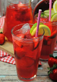 This Southern Strawberry Sweet Tea is made with real strawberries and its sure to be an instant HIT in your house! I have made it 3 times th. Fruit Tea, Fruit Drinks, Non Alcoholic Drinks, Healthy Drinks, Beverages, Juice Drinks, Diet Drinks, Cold Drinks, Cocktails