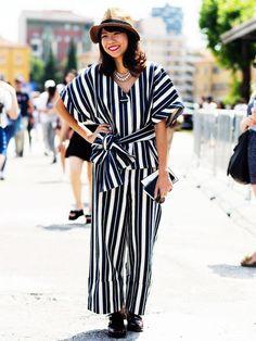 Ein Oversized-Look mit Streifen und aus leichten Stoffen ist angezogen aber trotzdem nicht zu heiß für den Sommer in der City.