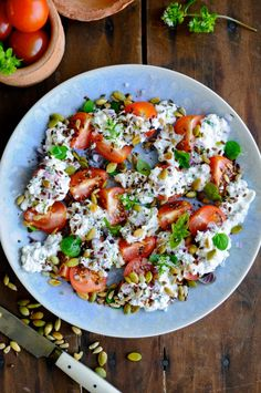 Lovely cottage cheese salad with tomatoes and fresh oregano. Get the recipe here for the best cottage cheese salad ever! Cottage Cheese Salad, Cottage Cheese Recipes, Waldorf Salat, Oregano Recipes, Good Food, Yummy Food, Danish Food, Vegetarian Cheese, Summer Salads