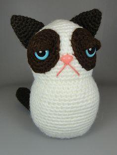 Amigurumi Grumpy Cat pattern by Aeron Aanstoos - this one is adorbs!
