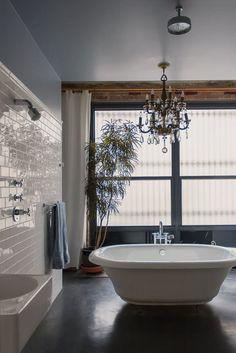 Bathroom space anne & leo's cozy cosmopolitan loft plants low lights and houseplants bathroom plants bathroom Unusual Bathrooms, Beautiful Bathrooms, Dream Bathrooms, Style At Home, Modern Baths, Loft House, Bathroom Plants, Cool Plants, Bathroom Inspiration