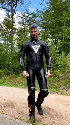 Mens Leather Pants, Tight Leather Pants, Biker Leather, Motorcycle Leather, Leather Jackets, Sexy Biker Men, Sexy Men, Motard Sexy, Motorcycle Wear
