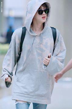 Hey u knw Jin : the world wide handsome guy Seokjin, Kim Namjoon, Kim Taehyung, Hoseok, Jimin, Bts Jin, Jin Kim, Foto Bts, Bts Photo