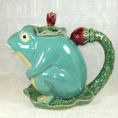 Frog Teapot - broke my lid, but he is still cute